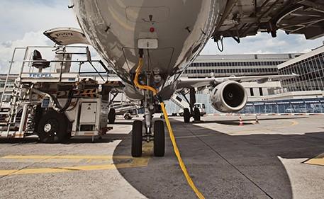 Em todo o mundo, cabos robustos são a salvação para aviões no solo.
